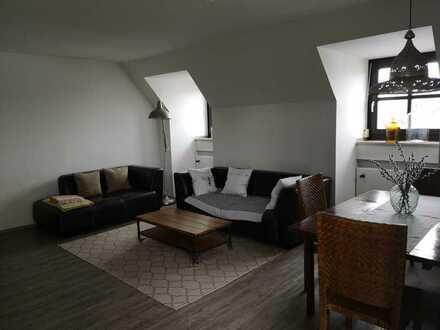 großzügige und charmante Wohnung mit Balkon