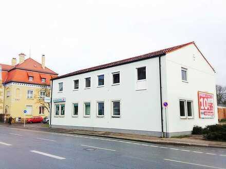Sanierte 3 Zimmer Wohnung in zentraler Lage mit Balkon zu vermieten