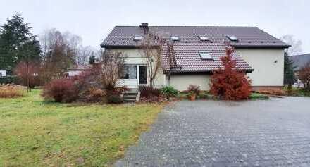 Einliegerwohnung_Haus_5 Zimmer_ 2 Bäder_ca. 135 m²_Kamin_Einbauküche_Terrasse_Carport