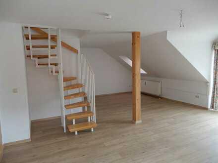 Freundliche 2,5-Zimmer-DG-Wohnung mit Balkon und EBK in Bad Griesbach