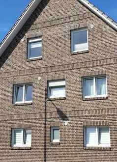 Schön geschnittene 3-Zimmer-Wohnung mit Balkon und EBK in Siegburg-Stallberg