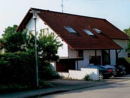 Gepflegte 2-Raum-Dachgeschosswohnung mit Balkon und Einbauküche in Rammingen