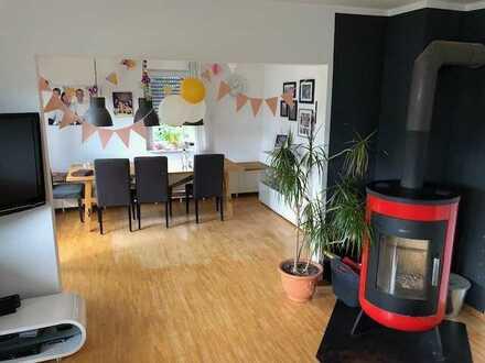 Gepflegte 5-Raum-Hochparterre-Wohnung mit Balkon und Einbauküche in Waldstetten