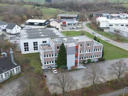 Gewerbeareal mit Produktions-/ Lagerhalle, Bürohaus und Betriebswohnung