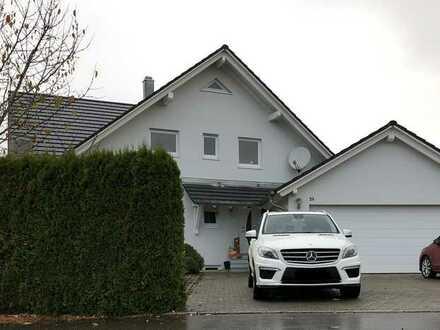 Preiswerte, gepflegte 5-Zimmer-Wohnung mit Terrasse und EBK in Mengen-Blochingen
