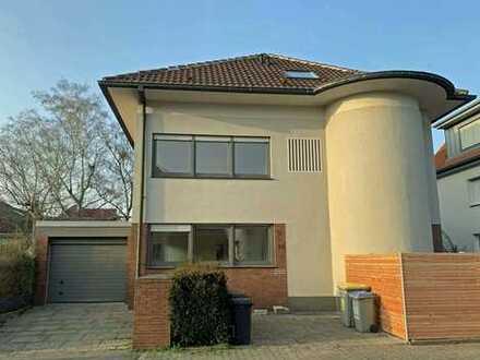 Effizient geschnittene Dachgeschoss-Wohnung mit viel Platz und Gartennutzung