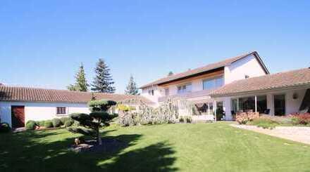 Ruhiges EFH mit hellem Wohnflair, prachtvollem Garten und Praxis/Einliegerwohnung