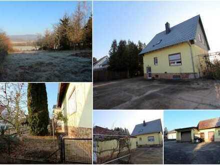 Kleines Einfamilienhaus mit großem Grundstück - Hof, Nebengebäude, Garage und Garten