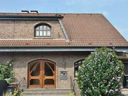 ,,Haus im Haus'' als Maisonette im Landhausstil mit Sonnenterrasse und Garage in Zweiparteienhaus!