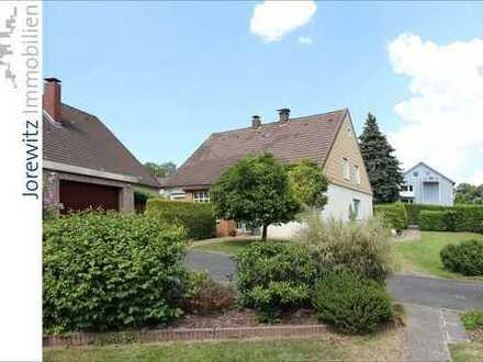 Bielefeld-Schildesche: Gemütliches Einfamilienhaus mit Doppelgarage und schönem Gartengrundstück
