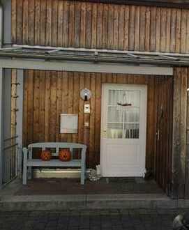 Verkaufe wunderschönes Reihenmittelhaus mit Balkon, Terrasse, 2 Stellplätzen und EBK