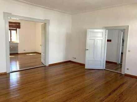 Stilvolle Altbauetage auch als Büro oder Praxis kurzfristig zu vermieten - Stellplätze im Hof