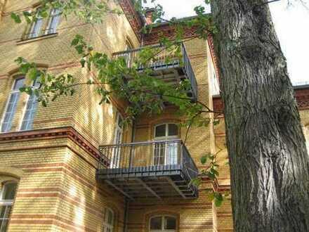 2 Zimmer Wohnung mit Kamin und Balkon nahe Gärten der Welt