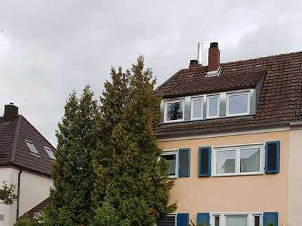 Sanierte 2-Zimmer-Dachgeschosswohnung mit EBK in Ettlingen am Horbachpark