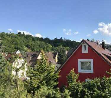 Freiwerdend, Mehrfamilienhaus mit 3 Wohnungen in Feuerbach+ Garage+kleiner Hofgarten,Balkone+Bühne