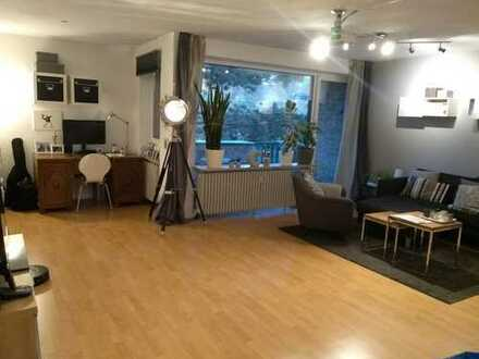 Großzügige 2-Zimmer-Wohnung mit Dachterrasse, EBK