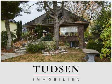 Ein- oder Zweifamilienhaus auf reizvollem Grundstück in Meiendorf.