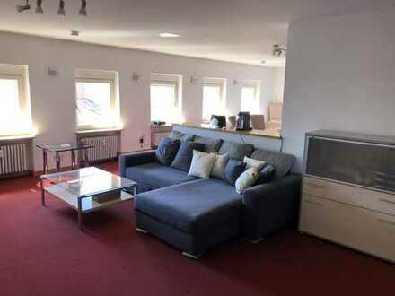 Wohnen auf Zeit: geräumiges 1-Zimmer-Dachapartment im Herzen Karlsruhes