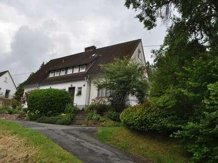 Hilchenbach Dahlbruch, grundsolide, unterkellerte DHH mit sonnigem Grundstück