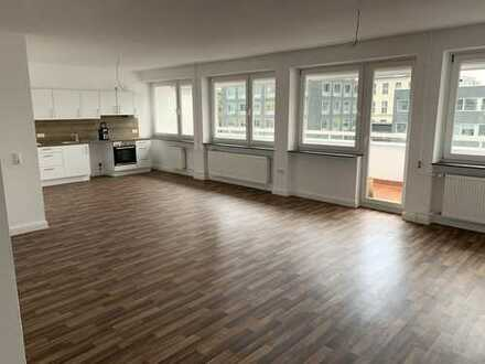 Erstbezug nach Sanierung mit EBK und Balkon: stilvolle 4-Zimmer-Wohnung in Darmstadt