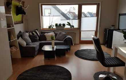 Schöne, voll möblierte 1-Zimmer-DG Wohnung mit großem Balkon