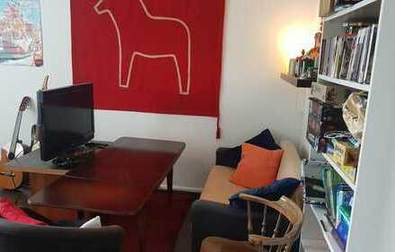 UNTERMIETE - 17.08 bis 05.10 - Gemütliches 25 m² Zimmer in 4er WG, mit Garten und Katze, VOLL MÖBLIE