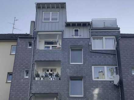 107m² große 4-Zimmer-Altbauwohnung mit Balkon, 2 Bäder, Wohnküche