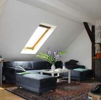 Schöne Dachgeschoßwohnung mit Garage im Gründerzeithaus
