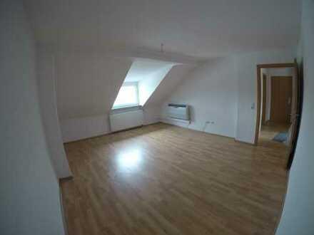 Vollständig renovierte 2,5-Zimmer-DG-Wohnung mit Balkon & Klimaanlage in Bochum