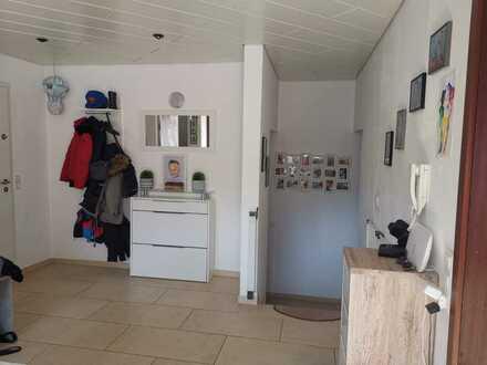 Modernisierte 4-Raum-Maisonette-Wohnung mit Balkon und Einbauküche in Schwäbisch Gmünd