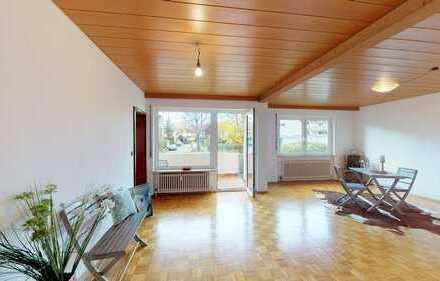Helle 3,5 Zimmer-Wohnung mit Balkon und Außenstellplatz