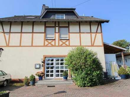 Gaststätte und Pension kombinieren: Charmantes Fachwerkhaus mit traumhafter Terrasse im Hunsrück