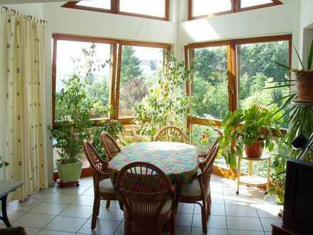 Gepflegte Maisonette-Wohnung mit vier Zimmern und Balkon in Rodgau/Nieder-Roden