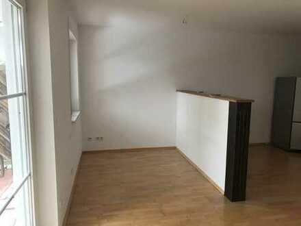 Gepflegte 1,5-Zimmer-EG-Wohnung mit Garten und Einbauküche in Seefeld