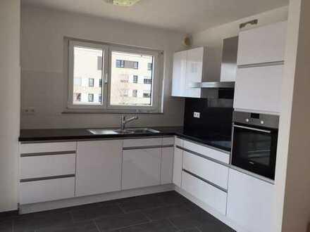 Geschmackvolle Wohnung mit vier Zimmern sowie Balkon und Einbauküche in Ludwigsburg