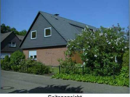 Modernisierte 3,5-Zimmer-Dachgeschosswohnung mit Einbauküche in Hude (Oldb)