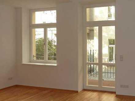 Neuwertiges City-Apartment im Hinterhaus mit top Miete, Balkon, Tageslichtbad, EBK!