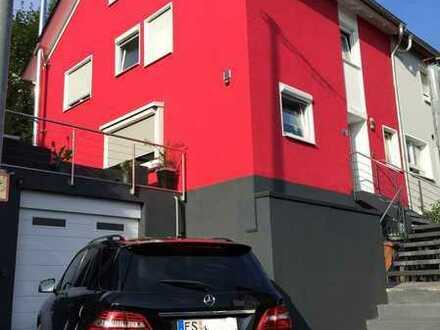 Von privat: Komplett sanierte Doppelhaushälfte in Esslingen/Berkheim ggf. möbliert