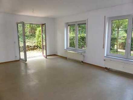 Für Sie renoviert: Wohnung mit Terrasse