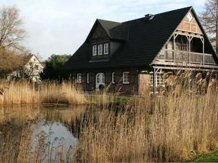 Großzügiges Einfamilienhaus mit Badeteich