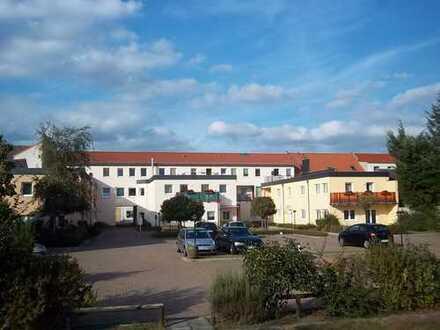 TOP: Reizende 2-Raum-WE + Balkon in herrlicher Wohnanlage mitten in Genthin