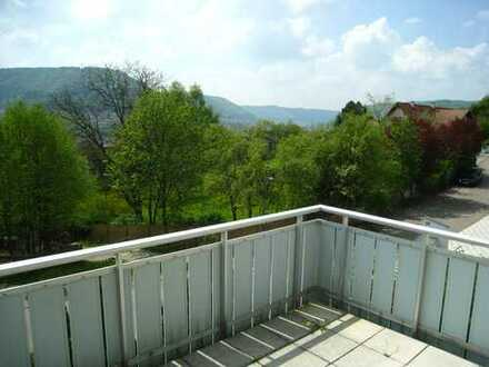 Neuwertige 3,5-Zimmer-Hochparterre-Wohnung mit Balkon und EBK in Geislingen an der Steige