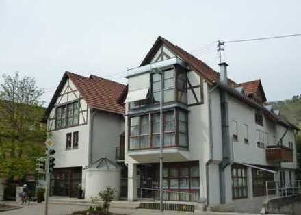 2-Zi. Wohnung mit West-Balkon, Küchenzeile, inkl. Tiefgaragen-Stellplatz/Keller