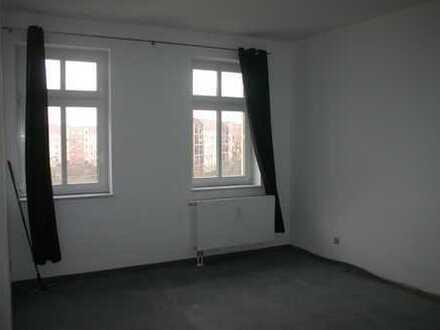 Bezugsfrei! Renovierungsbedürftige 2-Raumwohnung in Sellerhausen-Stünz!