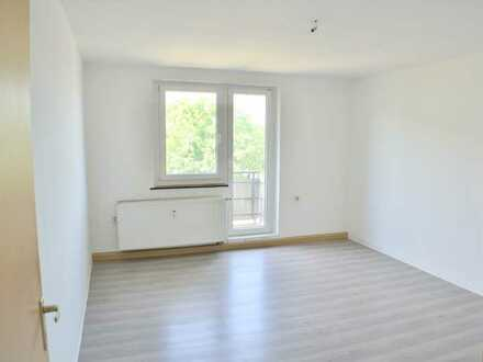 Schöne 4 Raum Wohnung mit Balkon