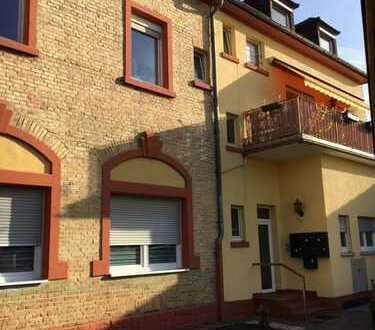 Sofort frei! Renovierte Altbau-Wohnung mit hohen Decken in Edingen-Neckarhausen