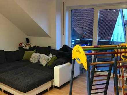 Gepflegte Dachgeschosswohnung mit drei Zimmern sowie Balkon und EBK in Meitingen