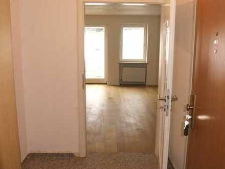 Teilrenovierte 3-Zi.-Wohnung mit großem Freisitz u. Kaminofen