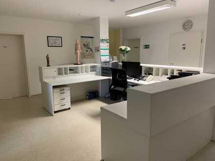 Helle Praxis/Büroräume zu vermieten (Barrieferier Zugang Rollstuhlfahrer geeignet)