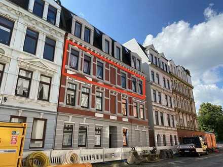 Gut geschnittene Eigentumswohnung mit 5 Zimmern und Balkon - nahe Zentrum und Hafen